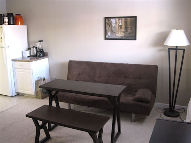 Simple, cozy 1-bedroom apartment - Durham - Apartment