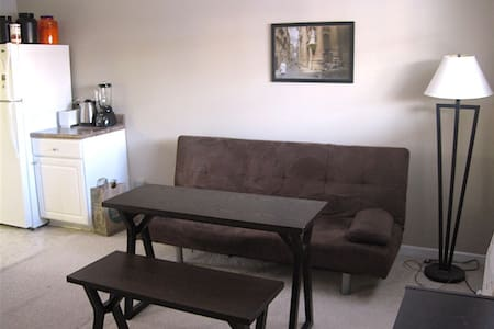 Spacious, simple, cozy 1-bedroom apartment - Durham