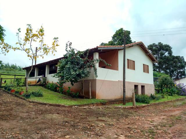 Casa no Campo próxima à cidade, em Sitio, Piraju.