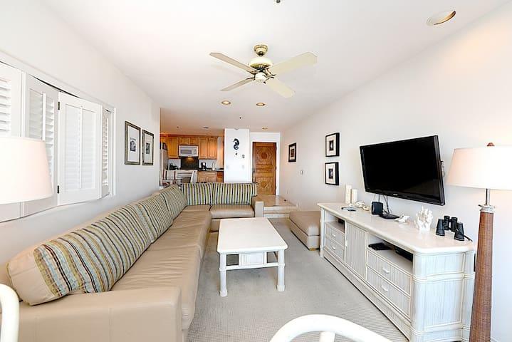 Beautiful Contemporary Villa, Full Ocean Views, Golf Cart. 1 step - Hamilton Cove Villa 1-78