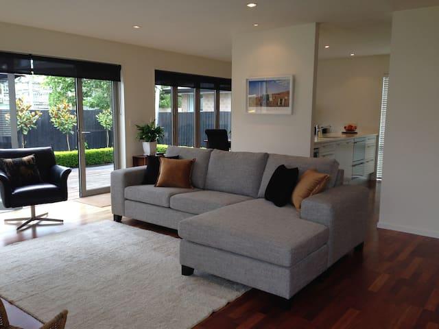 Strowan House 2 - Stylish Comfort