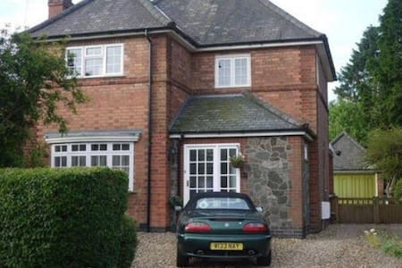 Single Room in Quiet Detached House - Glenfield
