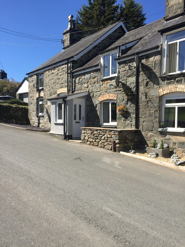 Bryn Celyn Two bedroom cottage Sleeps 4 people