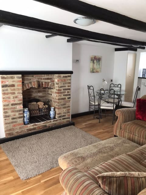 Cosy cottage off Yarm Highstreet