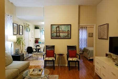 Apartment Close to Manhattan (30 day Minimum)