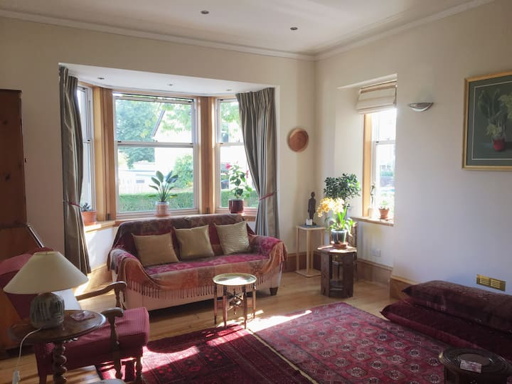 Large detached house close to Glasgow Airport.