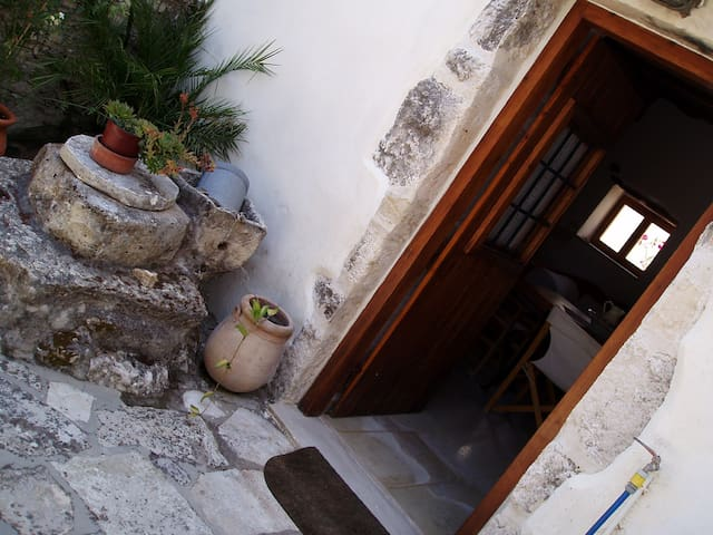 Small traditional house - Douliana - Huis