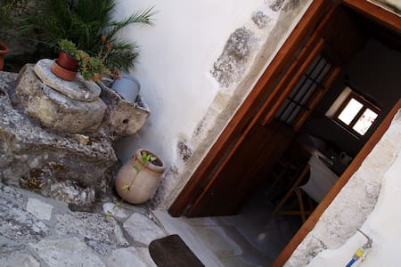 Small traditional house - Douliana