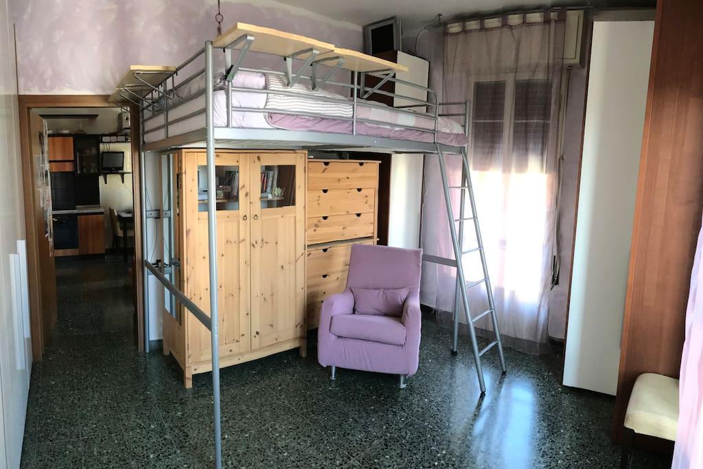 Camera. letto ad una piazza e mezza a soppalco Bedroom with queen-size bed