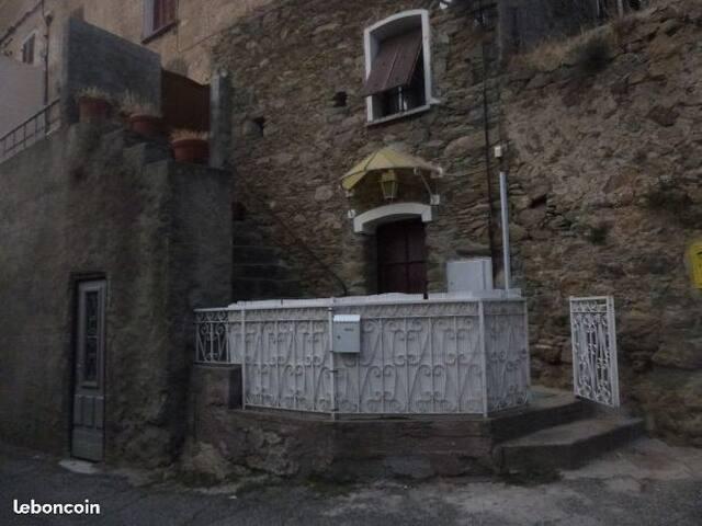 Maison Typique dans village