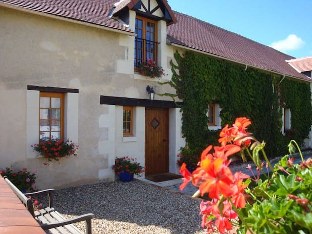 La Laiterie, a wonderfully sunny and spacious gite - Abilly - House
