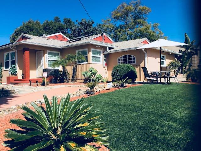La Mesa's Hidden Gem Suite-SUPER HOST 1-8 guests