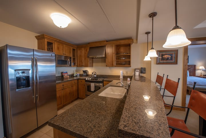 NEW LISTING! Top Floor 2 bedroom Condo in Mountaineer Square- Slopeside