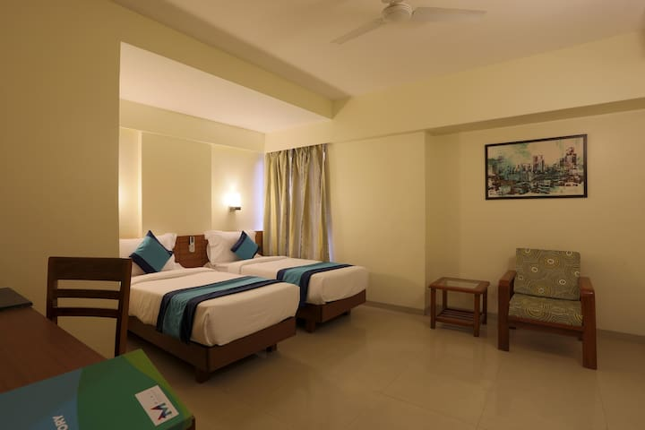 Spacious rooms at prime location near balewadi