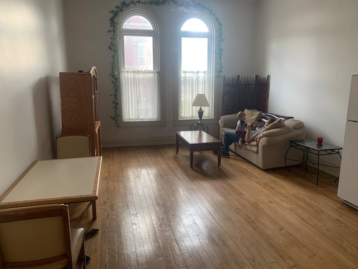 1 Bedroom Apartment Overlooking Courthouse Square