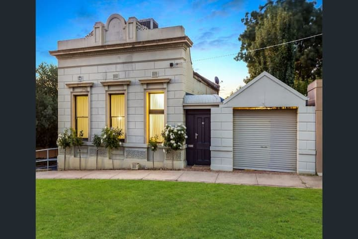 Gold Bank House - Stay in a Piece of History