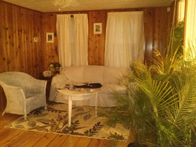 Cozy and clean by the lake - West Greenwich - Rumah