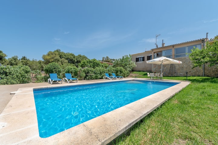 Beautiful Country House with Pool, Garden, Terrace & Wi-Fi; Parking Available