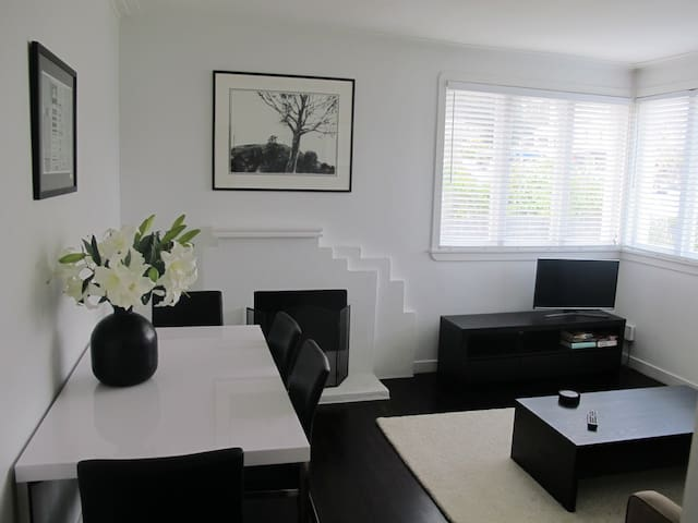 Luxury art deco. Relax near Cafes, Bus and Beach. - Auckland - Appartement