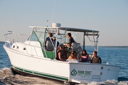 Enjoy your stay on a boat - Traverse City
