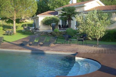 villa avec piscine à la campagne - Lunan