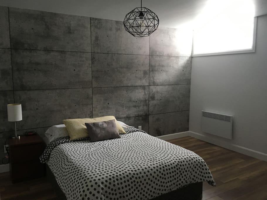 chambre confortable avec t l et salle de bain maisons louer saint charles borrom e. Black Bedroom Furniture Sets. Home Design Ideas