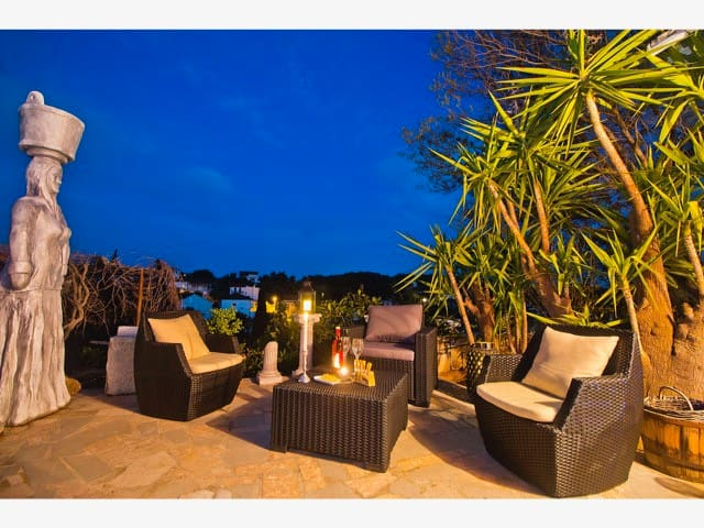 Villa Mikula - 4 Bedroom Home w/ Pool and Sea View