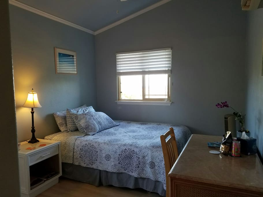 queen bed, towels for beach, bath in closet