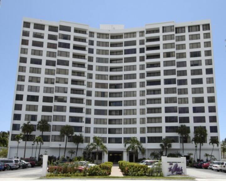 Beautiful Ocean Front Condominium Hollywood FL