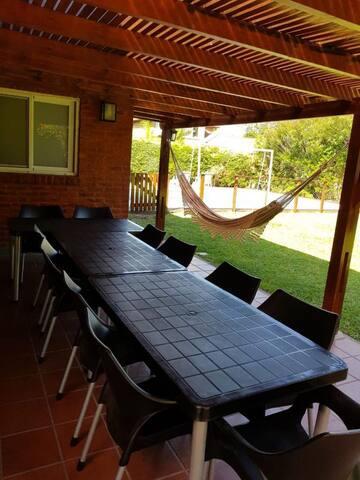 mesa familiar en quincho