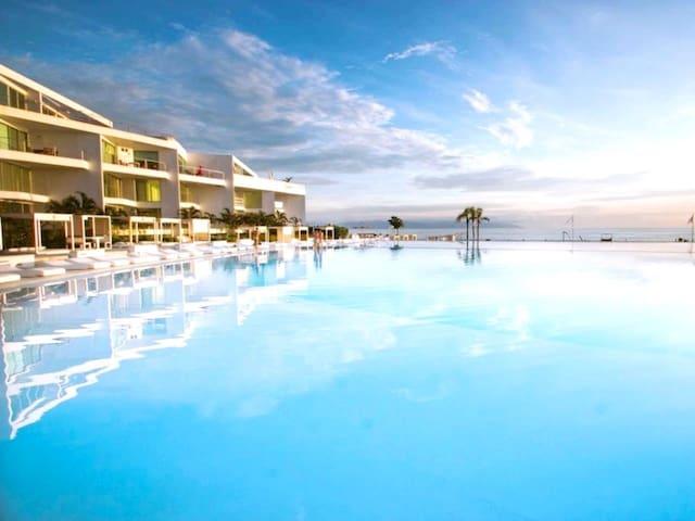Luxury apartment • Flamingos Beach • King Size