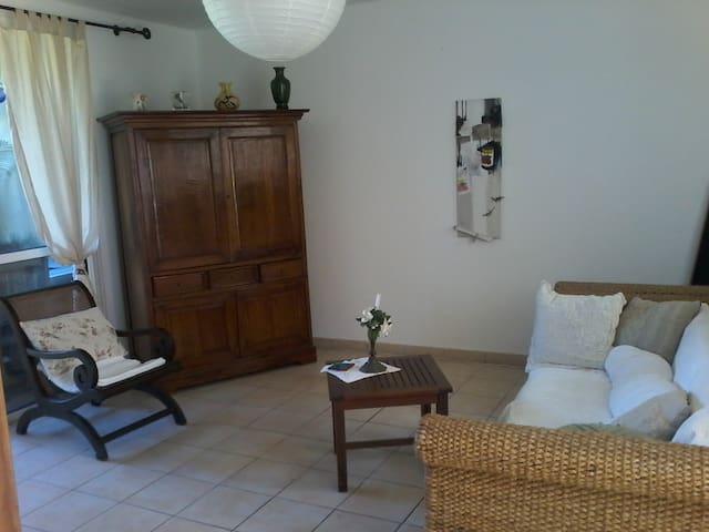 Appartement T2 avec jardin, accès plage à pied - La Saline-Les-Bains - Byt