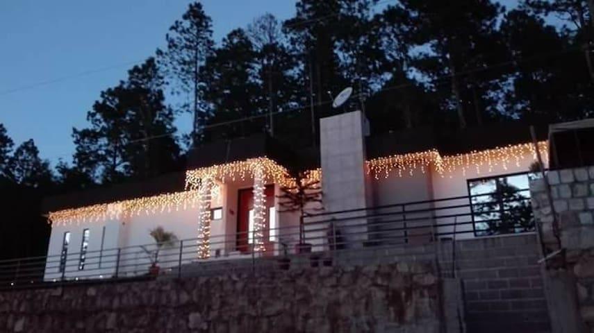 Hermosa y moderna casa de montaña ...