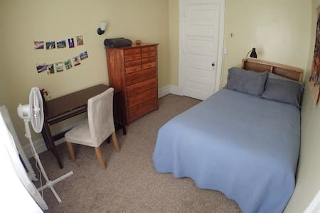 Warm, bright room 5min from Downtown (Rm #4)