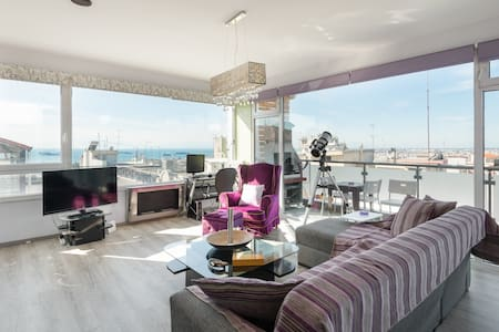 Presidential luxury suite with amazing city view!