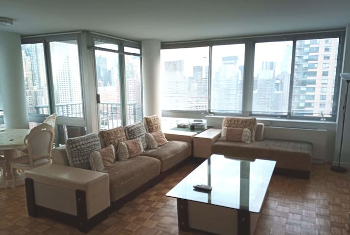 Luxurious & Clean 2B/2B Apt near Lincoln Center