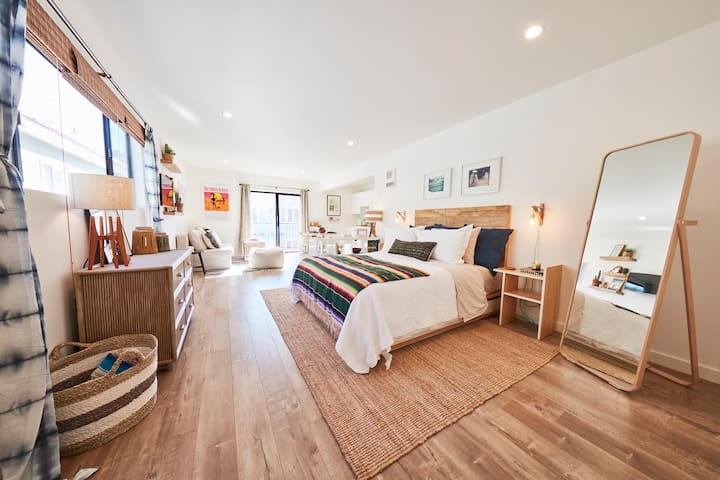 Ultimate Venice Surfers Pad! Stay ON the Beach! - Los Angeles - Apartment
