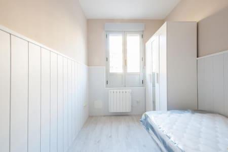 4 bedroom renewed apart fantastic neighborhood 3B4 - Madrid - Apartment
