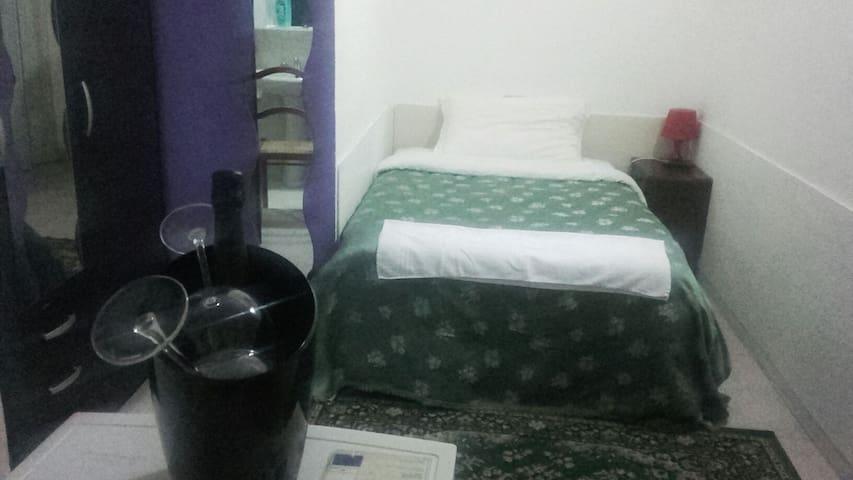 Stanza Cavour - Brescia - Apartamento