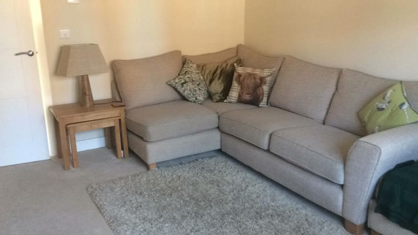 2 Bedroom House Moments from Stratford Town