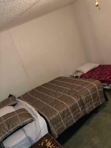 Convenient Double Bed in Quiet Neighborhood #3