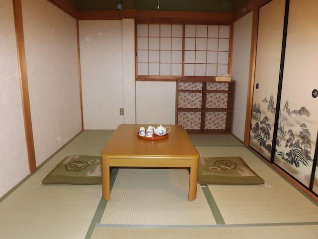 近鉄電車能直接去大阪中心部・京都・神戸・奈良観光。体験和室302号室