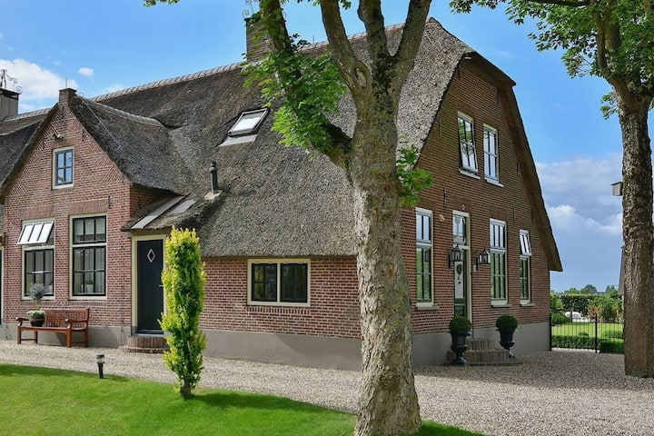 Magnificient farmhouse in central Holland (2-6P)