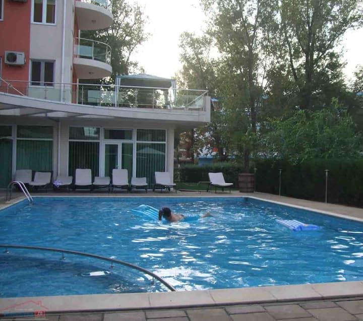 Pool Family Friendly Holiday, Club & Nighlife Vlas