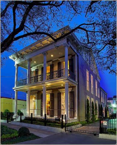 6 Bedroom 5.5 Bath Luxury Garden District Home - New Orleans - Hus