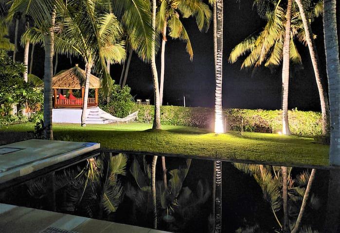 Villa Pantai - ONLY 1 ABSOLUTE BEACHFRONT IN KUBU