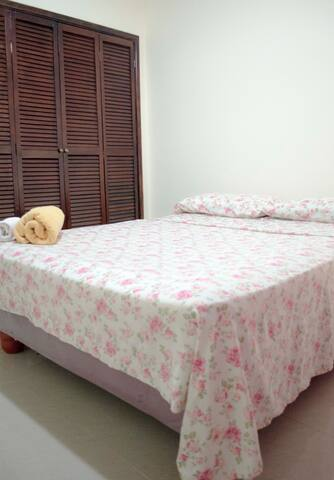 Nice Private Room in a guest-house - Guayaquil - Huis