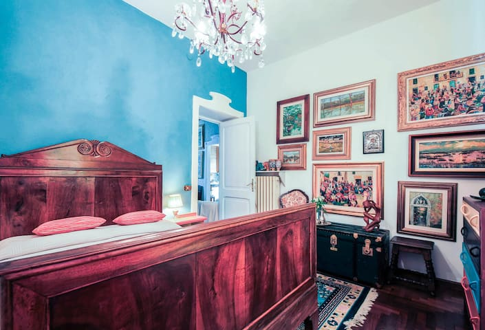"Al giardino degli artisti, Double bedroom ""Tribal"" - Cairo Montenotte - Bed & Breakfast"