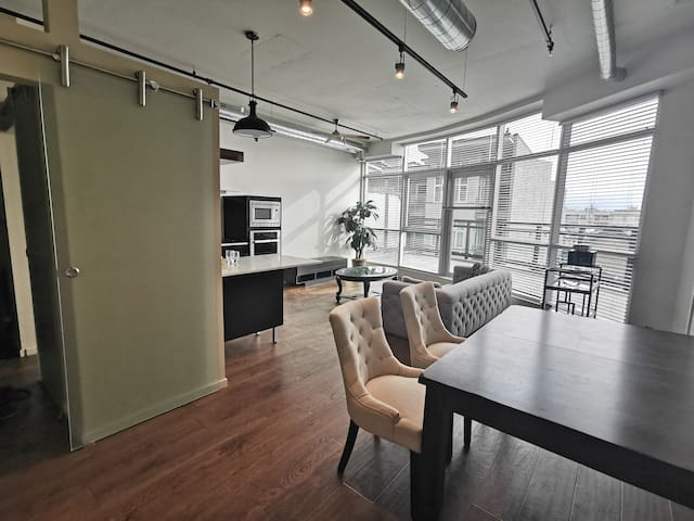 Luxury condo Victoria downtown (long term)