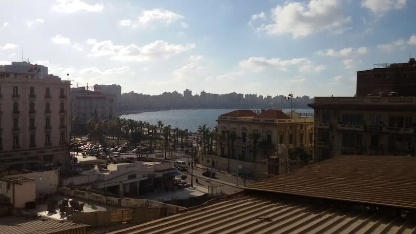 MODERN Cozy Seaview in the HEART of ALEXANDRIA - Mahetat el raml - Apartamento
